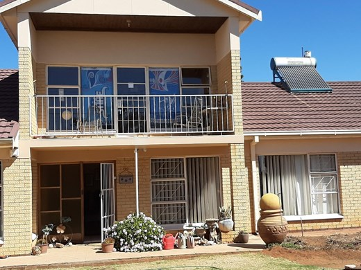 6 Bedroom House for Sale in Universitas