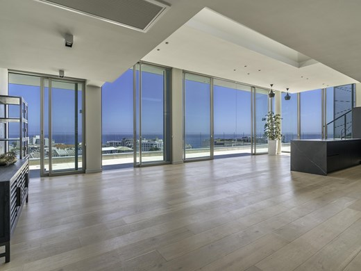 3 Bedroom Apartment for Sale in Sea Point