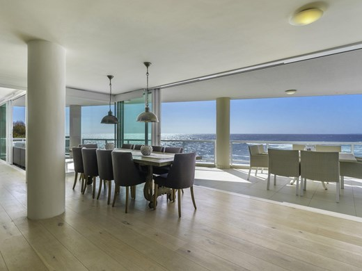 2 Bedroom Apartment for Sale in Bantry Bay