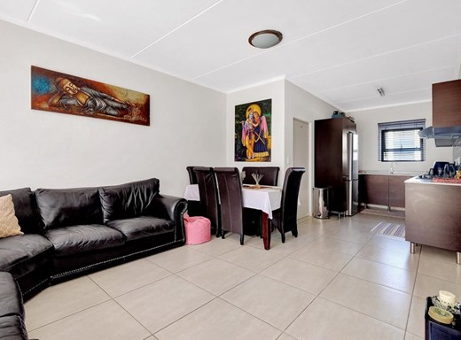 3 Bedroom Apartment for Sale in Greenstone Hill