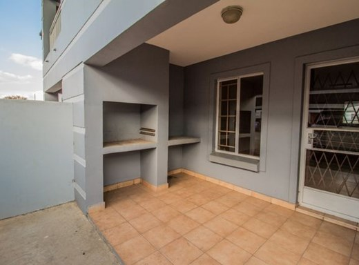2 Bedroom Flat for Sale in Crystal Park