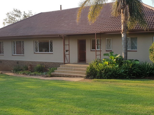 4 Bedroom Small Holding for Sale in Ruimsig