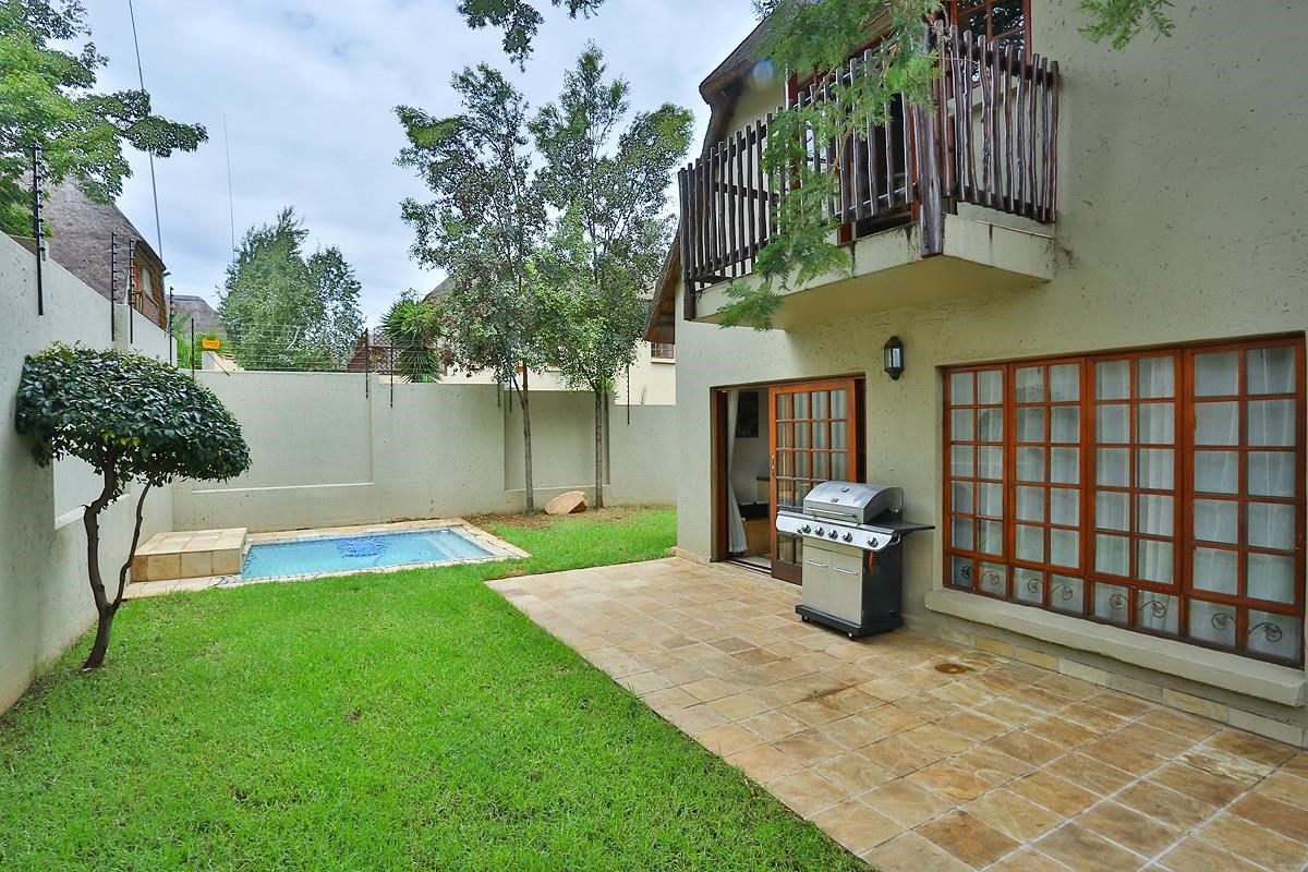 2 Bedroom Cluster for Sale in Douglasdale