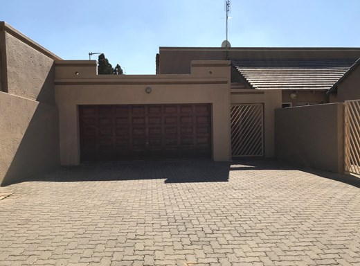 3 Bedroom Cluster for Sale in Sunninghill
