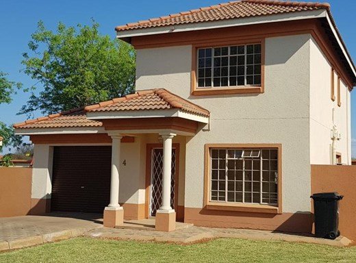 2 Bedroom Townhouse for Sale in Lephalale