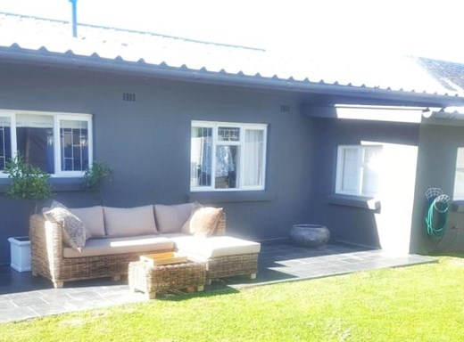 4 Bedroom House to Rent in Westcliff
