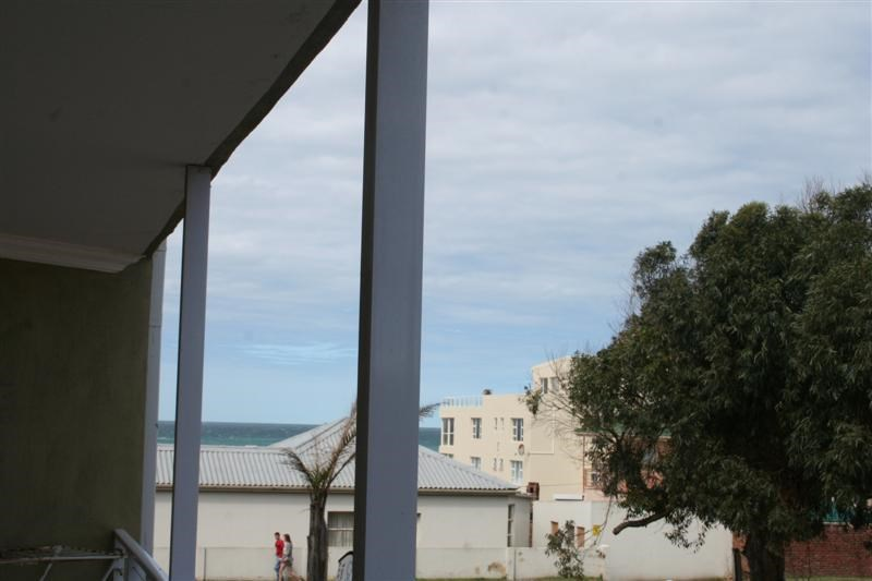 2 Bedroom Apartment to Rent in Central Jeffreys Bay