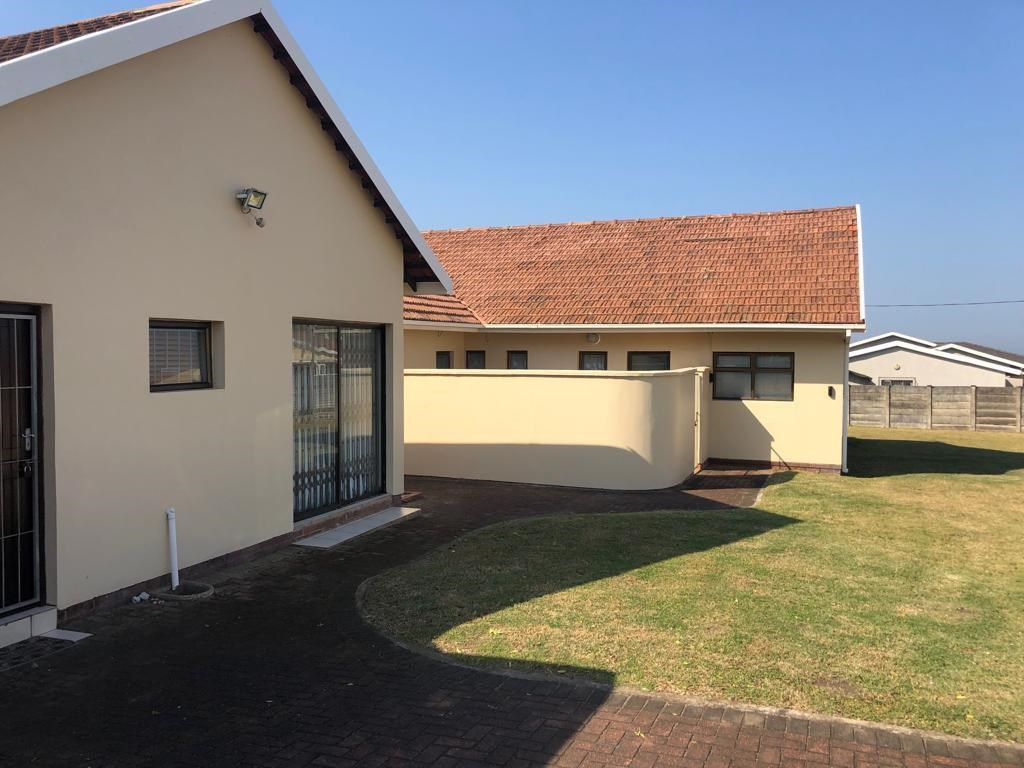 4 Bedroom House for Sale in Uvongo
