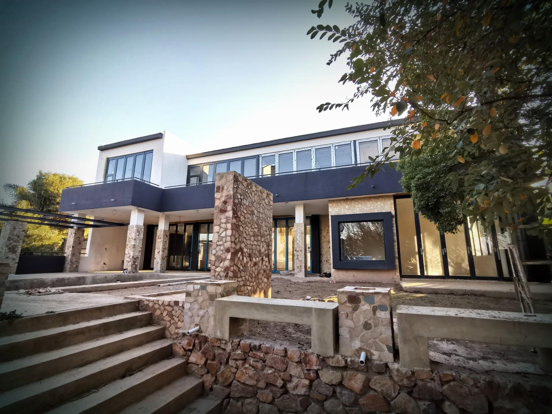 6 Bedroom House for Sale in Northcliff