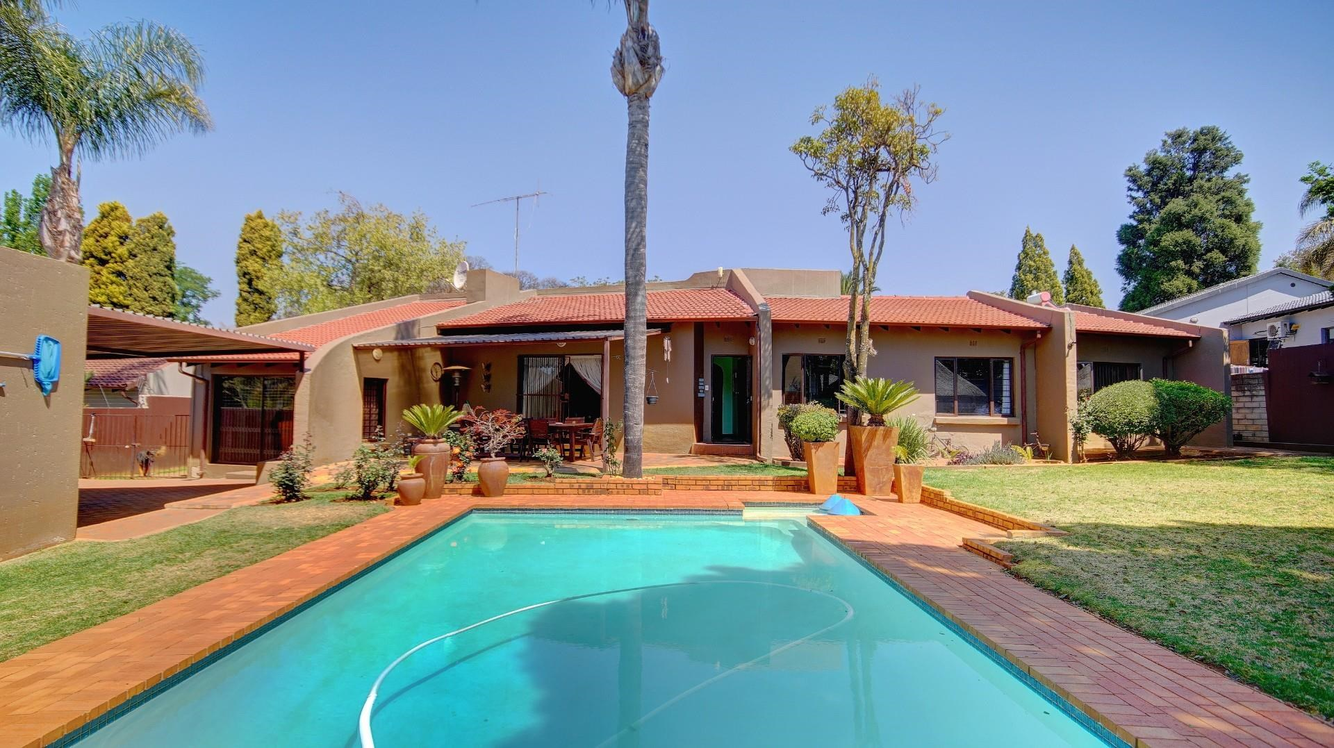 3 Bedroom House for Sale in Weltevreden Park