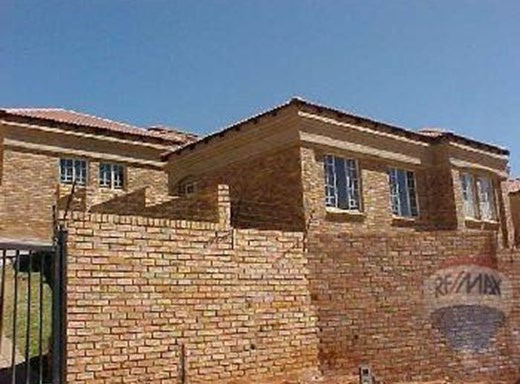 3 Bedroom Townhouse for Sale in Safari Gardens