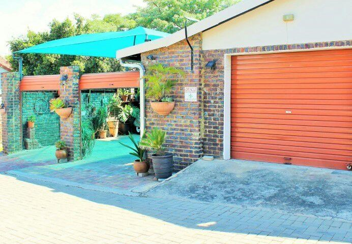 3 Bedroom Townhouse for Sale in Geelhoutpark