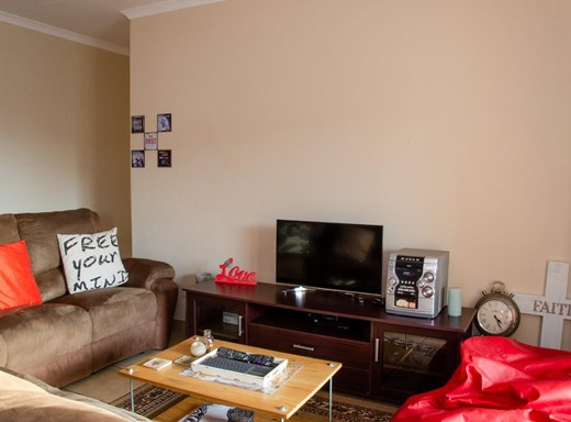 3 Bedroom Apartment for Sale in Waterval East