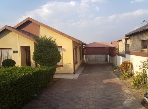 3 Bedroom House for Sale in Tlhabane West