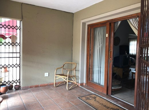 2 Bedroom Apartment for Sale in Waterval East