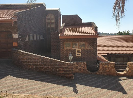 4 Bedroom House for Sale in Safari Gardens