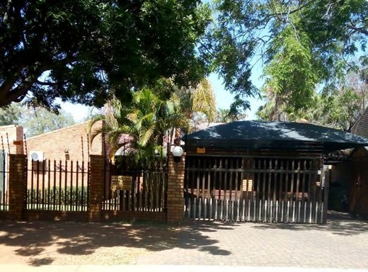4 Bedroom House for Sale in Geelhoutpark
