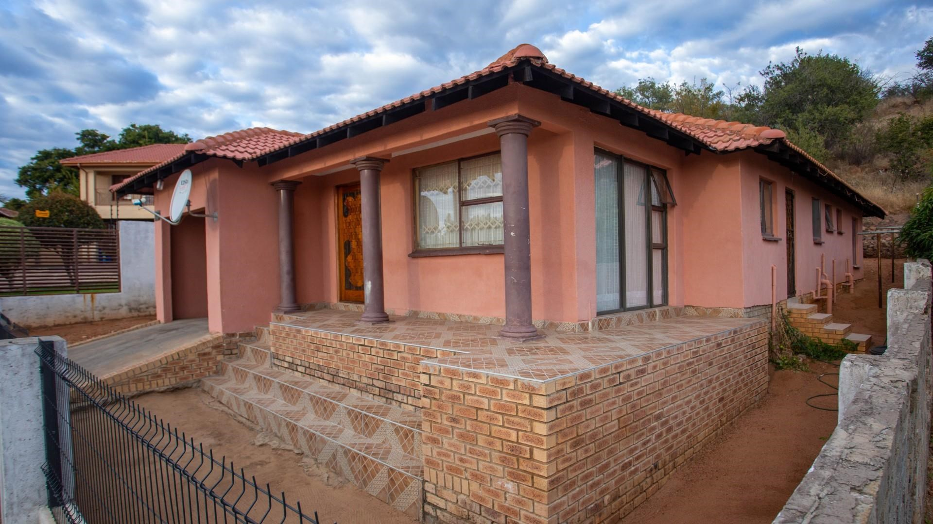 4 Bedroom House for Sale in Tlhabane West
