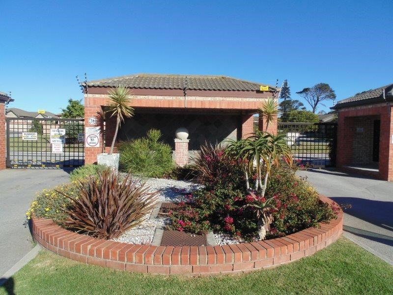 3 Bedroom Townhouse for Sale in Lorraine