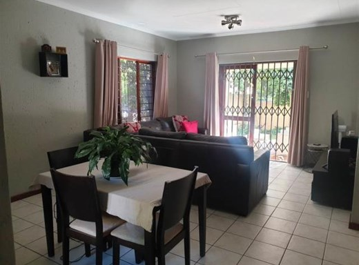 2 Bedroom House to Rent in Douglasdale