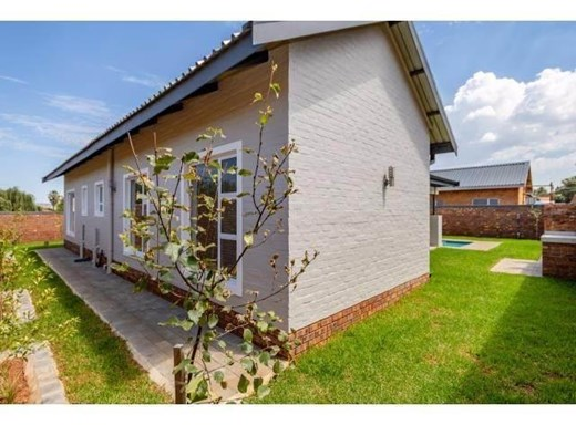 3 Bedroom Townhouse to Rent in Albemarle