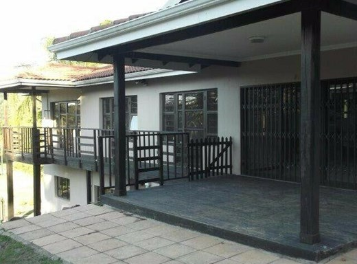 4 Bedroom House to Rent in Kloof