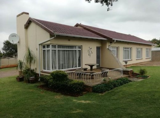 4 Bedroom House to Rent in Elspark