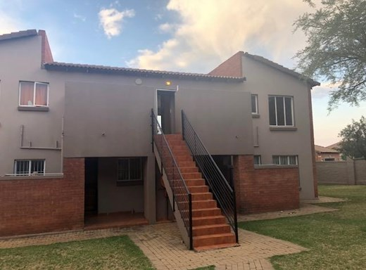 2 Bedroom Townhouse to Rent in Ruimsig