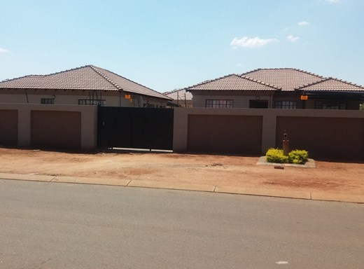 3 Bedroom Townhouse for Sale in Chroompark