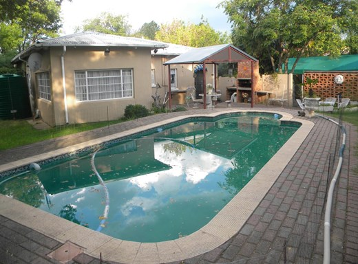 3 Bedroom House for Sale in Kroonheuwel