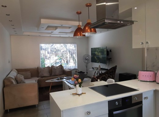 1 Bedroom Apartment for Sale in Lakefield