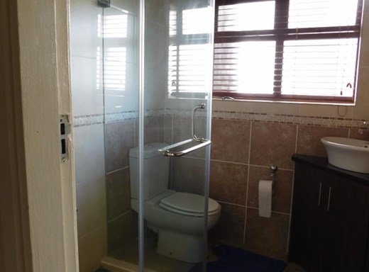 2 Bedroom Flat to Rent in Amanzimtoti