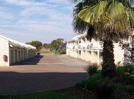 2 Bedroom Townhouse for Sale in Middelburg South