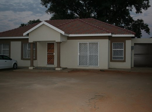 9 Bedroom House for Sale in Diamant Park