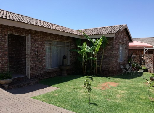 3 Bedroom Townhouse for Sale in South Ridge