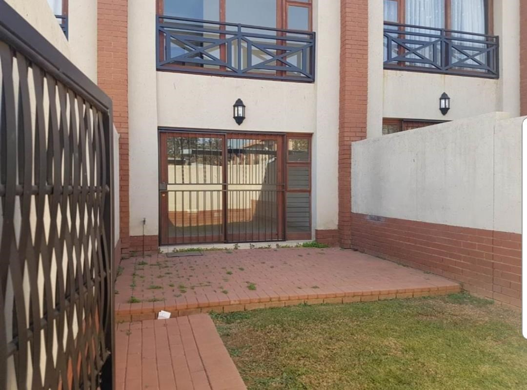 2 Bedroom Duplex for Sale in Pretoriuspark