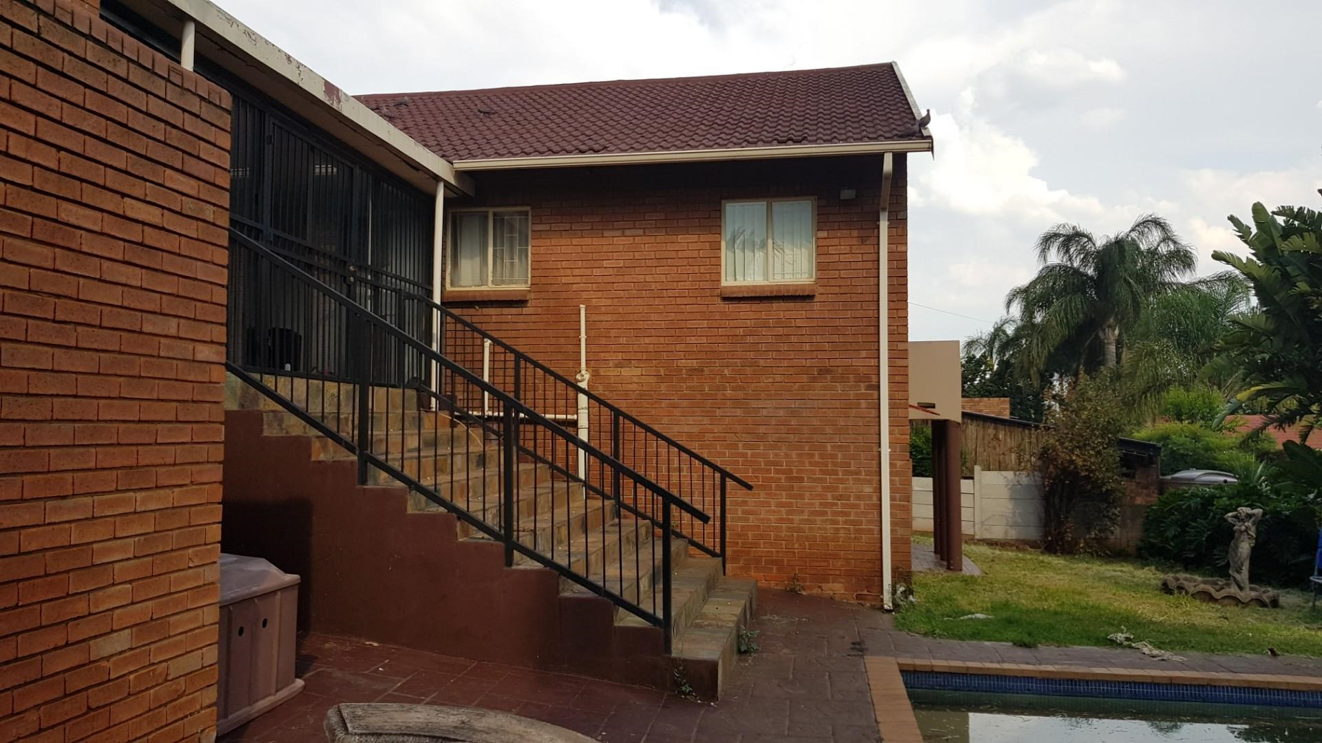 4 Bedroom House for Sale in Suiderberg