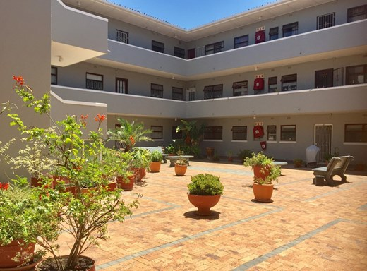 2 Bedroom Apartment to Rent in Sea Point