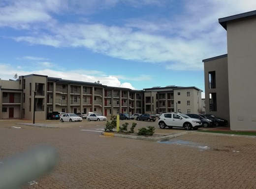 2 Bedroom Apartment to Rent in Burgundy Estate