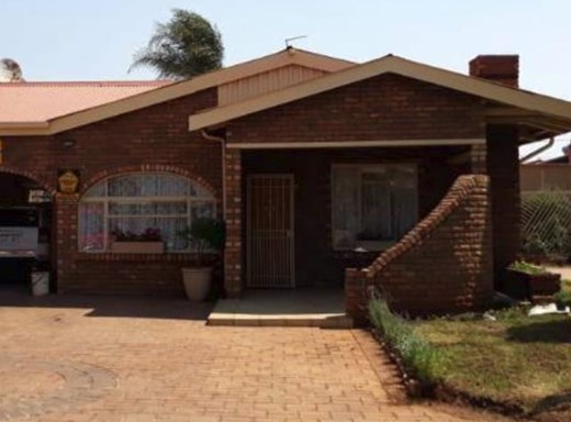 4 Bedroom House for Sale in Lenasia