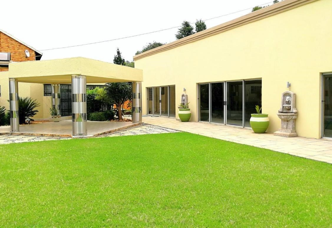 5 Bedroom House for Sale in Lenasia