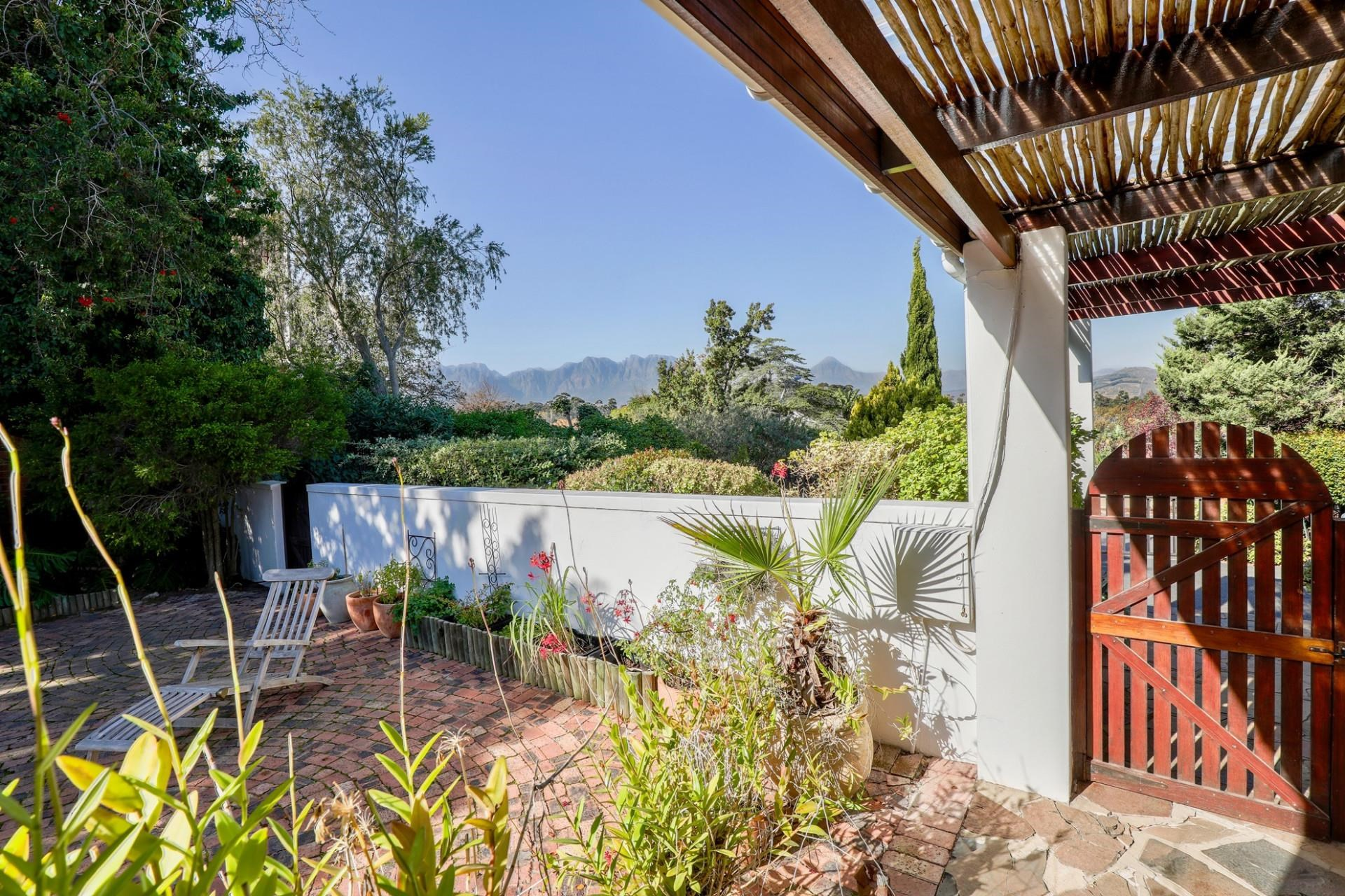 3 Bedroom House for Sale in Montclair