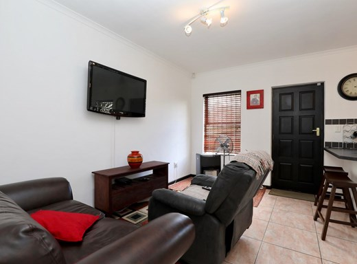 2 Bedroom House for Sale in Victoria Park
