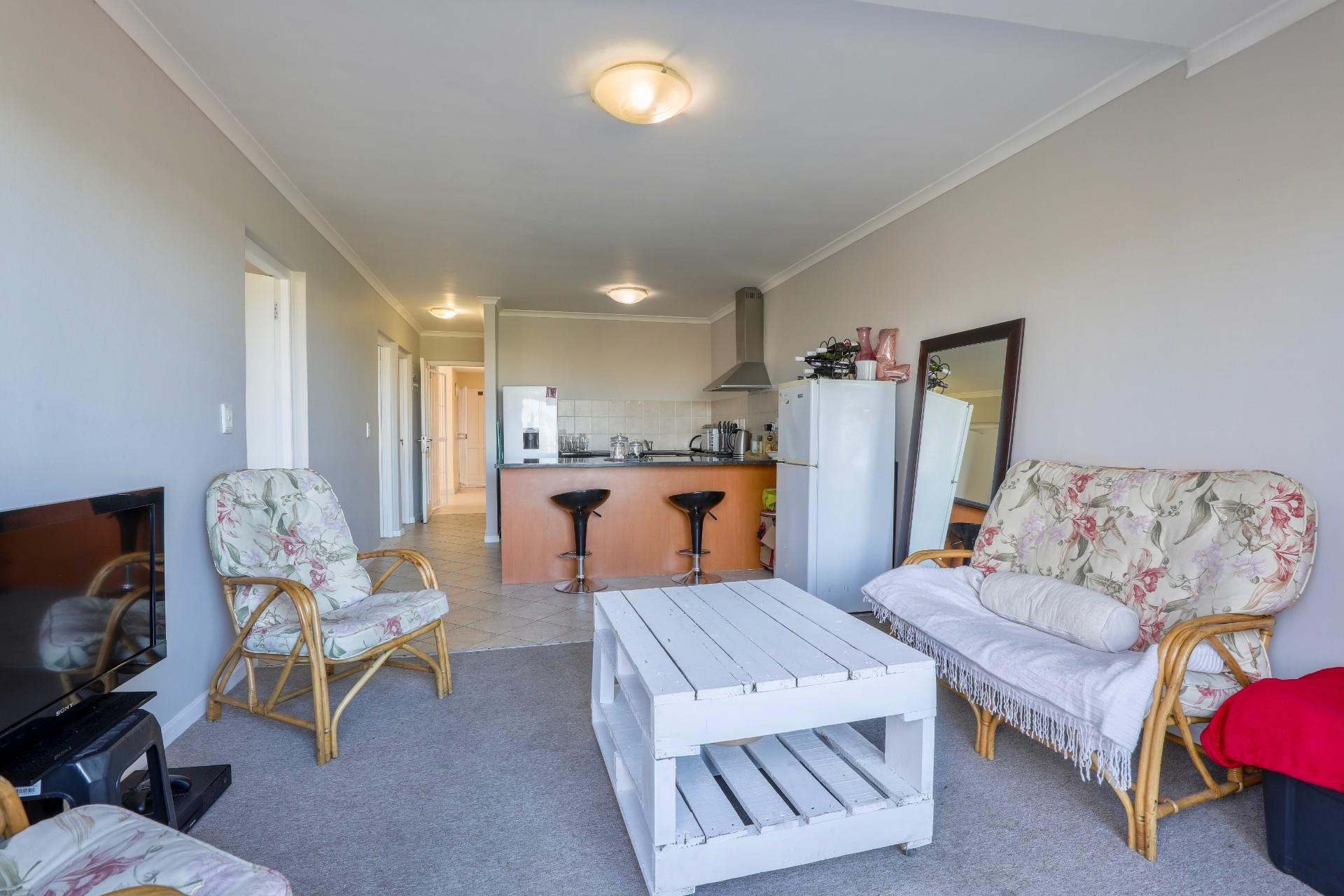 3 Bedroom Apartment for Sale in Somerset West