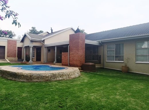 5 Bedroom House for Sale in Rooihuiskraal