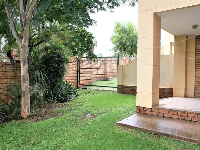 Die Hoewes Townhouse For Sale