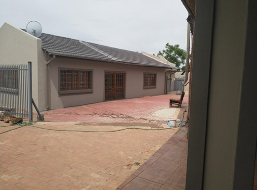 4 Bedroom House for Sale in Barkly West