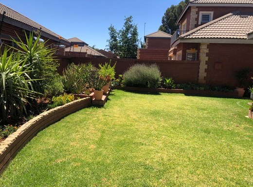 3 Bedroom Townhouse for Sale in Rhodesdene