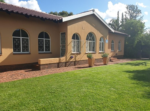 4 Bedroom House for Sale in El Toro Park