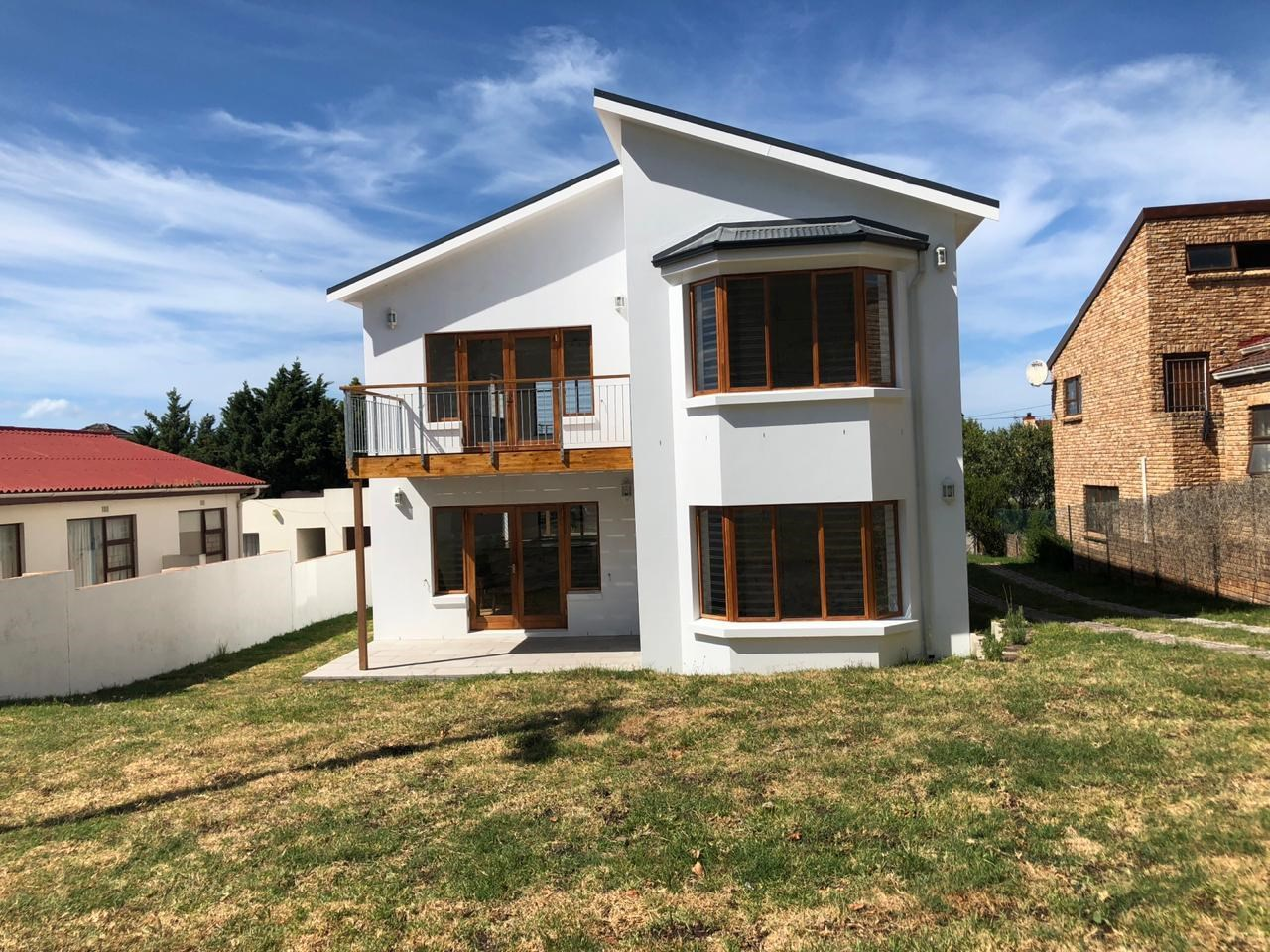 4 Bedroom House for Sale in Voelklip